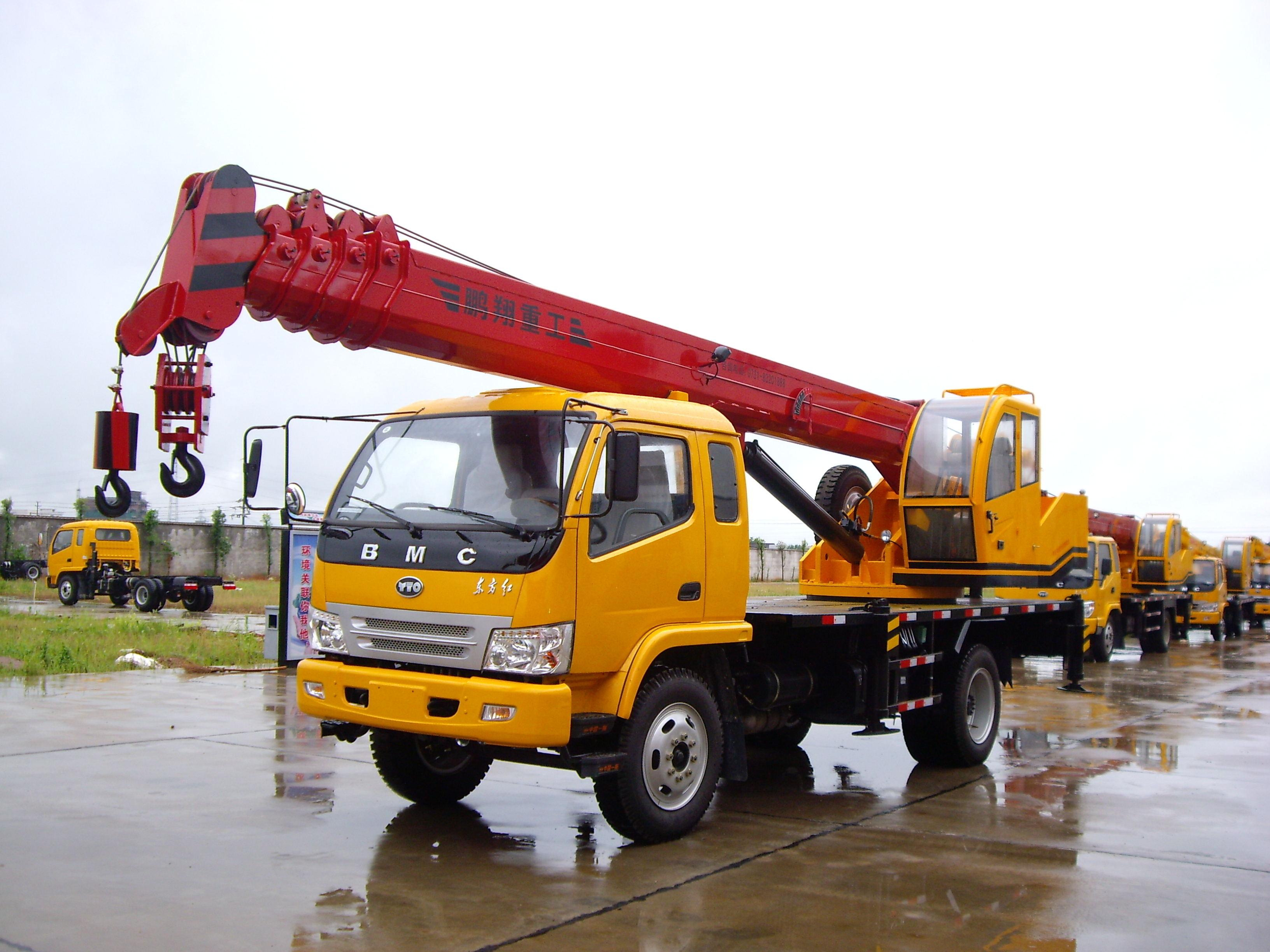 长沙起重工程机械-长沙10吨汽车吊(东方红底盘)